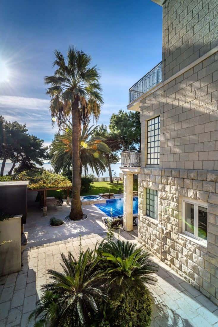 Luxury Villa Rental Split